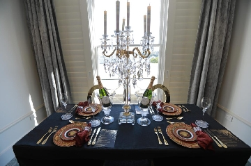 Medusa-Red-Versace-Tableware-set-with-champagne